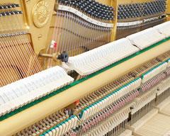 Piano Yamaha U2H có thiết kế