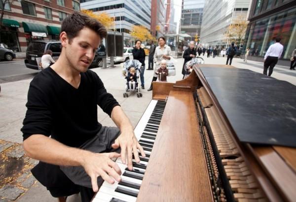 dotan-negrin-piano-man-dog-4-600x411-561fa