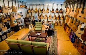 suoi-nhac-quang-trung-dan-guitar (1)