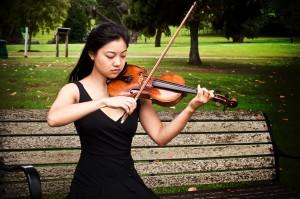 suoi-nhac-quang-trung-dan-violon (1)