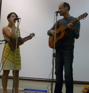 suoi-nhac-quang-trung-dan-guitar-dan-ukulele (5)