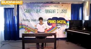 Bieu dien dan piano digital cua Nguyen Tran Duy Lam tai truong suoi nhac quang trung
