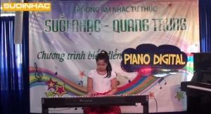 Buoi bieu dien dan piano digital cua Phan Bao Tran tai truong Suoi Nhac Quang Trung