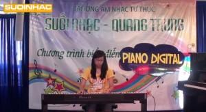 Buoi bieu dien dan piano digital cua Nguyen Minh Hanh tai truong suoi nhac quang trung