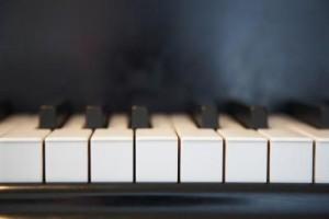 ve-sinh-ban-phim-piano