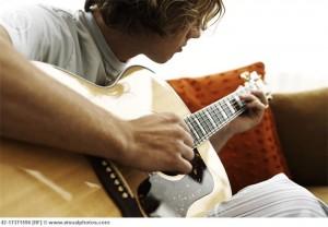 tranh dau co tay khi choi dan guitar