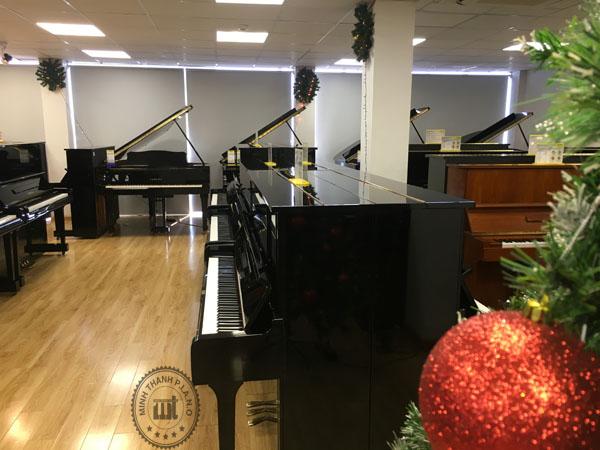 giá đàn tại showroom minh thanh piano